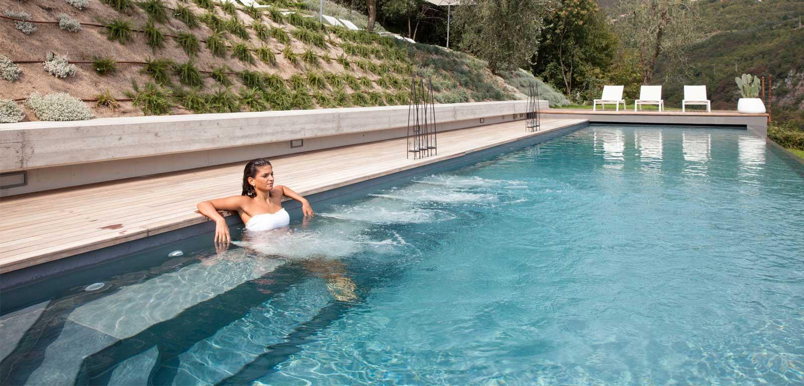 Idromassaggio per piscine for Cigno gonfiabile per piscina